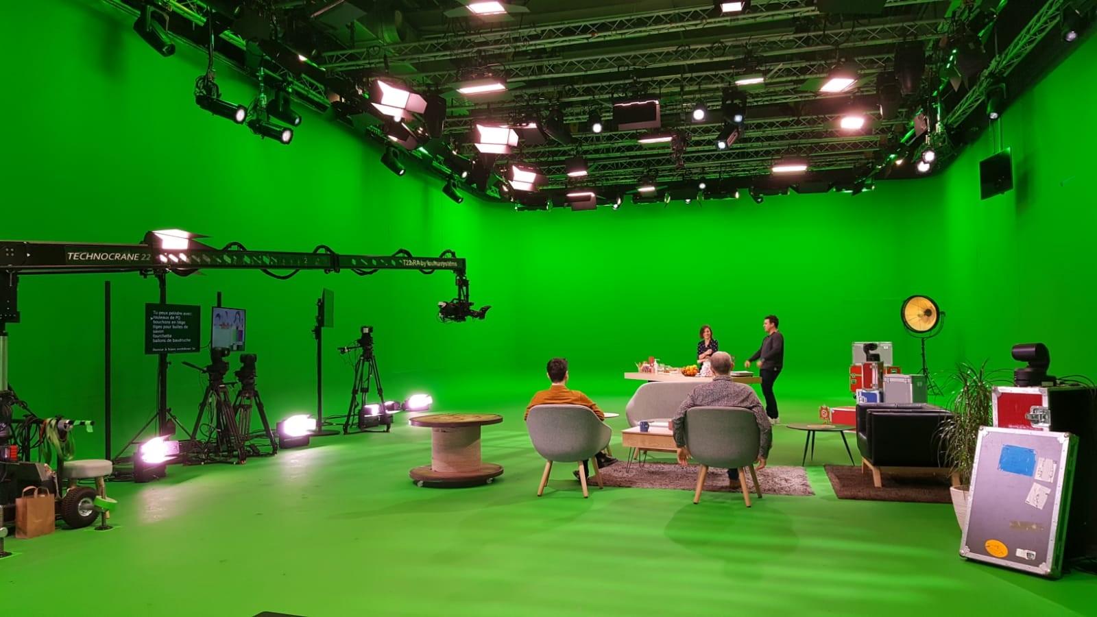 Un des plateaux fond vert du studio 107 utilisé par France Télévisions pour la Maison Lumni © DR