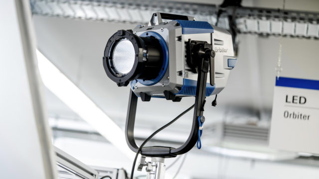 ARRI annonce la production en série de la LED Orbiter © DR