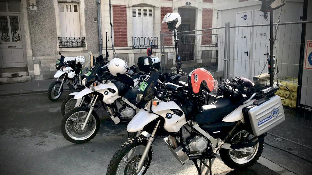 En octobre 2019, la course cycliste Paris-Tours, couverte par les motos HF d'Euromedia (photo), a été l'occasion de transporter pour la première fois en direct, grâce aux liaisons Livetools, un signal UHD HDR natif sur une longue distance. © Euromedia