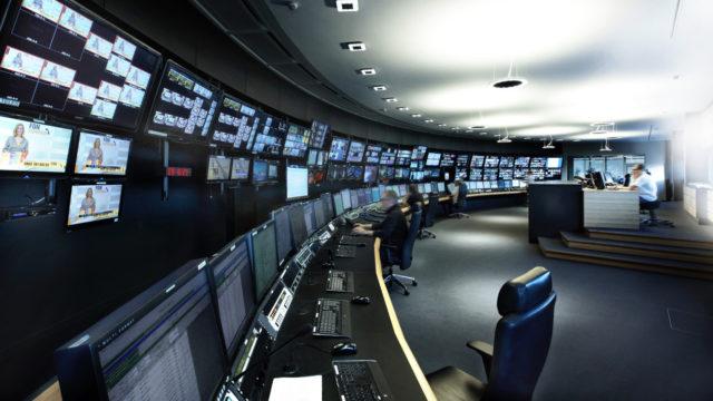 Une vérification de la qualité et des diagnostics en remote dans un nouveau centre de diffusion à distance SES © DR