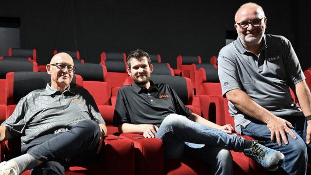 Didier Lozahic (ingénieur du son mixage cinéma), Florent Briquet (Directeur Technique du Cineum) et Hervé Roux (Consultant DTS Cinema Initiative EMEA) lors du récent programme de mise au point et de certification DTS :X au Cineum de Cannes © DR